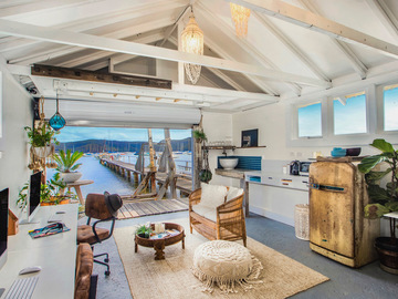 Renting out with online payment: Stunning Boatshed