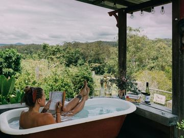 Renting out with online payment: Stunning outdoor bath