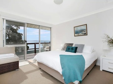 Renting out with online payment: Spacious Bedroom with a View