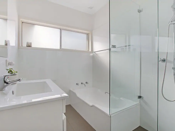 Renting out with online payment: Bathroom