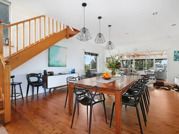 Renting out with online payment: Spacious Dining Room