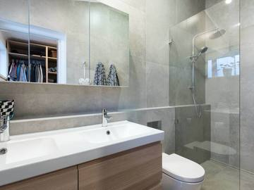Renting out with online payment: Modern Ensuite Bathroom