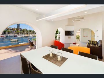 Renting out with online payment: Large Dining Area
