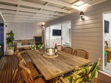 Renting out with online payment: Spacious Deck Area