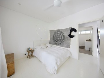 Renting out with online payment: Spacious Bedroom with Bathroom
