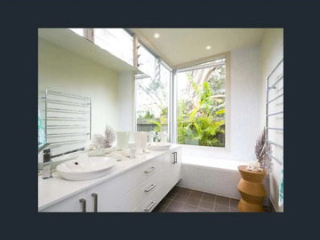 Renting out with online payment: Bright Bathroom