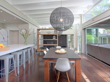Renting out with online payment: Stunning Dining Area
