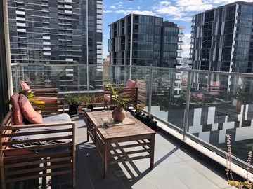 Renting out with online payment: Large Balcony overlooking city and mountains