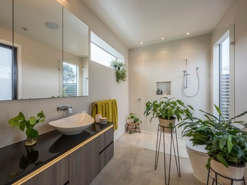 Renting out with online payment: Light & Spacious Bathroom