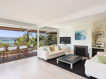 Renting out with online payment: Large and Airy Lounge Area