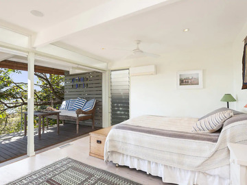 Renting out with online payment: Large Master Bedroom with Outdoor Sitting Area