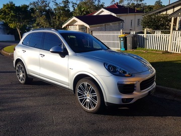 Renting out with online payment: Porsche Cayenne
