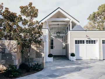Renting out with online payment: Waterfront Home Frontage
