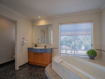 Renting out with online payment: Bathroom with a Bath
