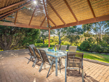 Renting out with online payment: Large Outdoor Area with Bali Hut