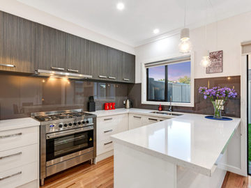 Renting out with online payment: Fully Equipped Modern Kitchen