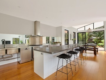 Renting out with online payment: Inviting Contemporary Kitchen