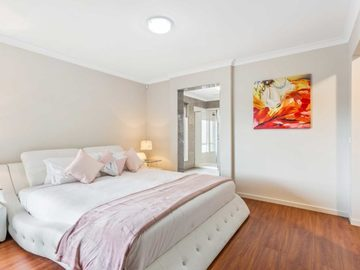 Renting out with online payment: Spacious Pastel Coloured Bedroom