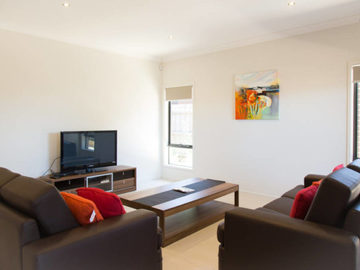 Renting out with online payment: Bright Lounge Area