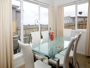 Renting out with online payment: Dining Area Near the Windows