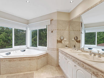 Renting out with online payment: Well-Lit Bathroom with Bath