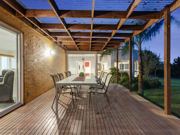 Renting out with online payment: Outdoor Entertainment Area with Large Garden