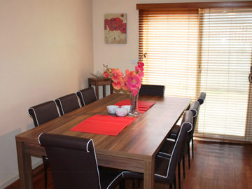 Renting out with online payment: Large Capacity Dining Area for Family and Friends