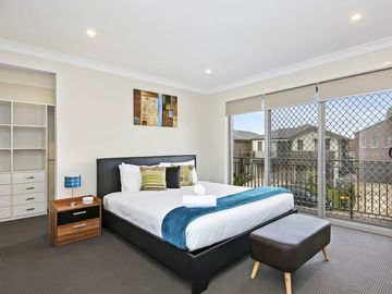 Renting out with online payment: Bedroom with Private Balcony