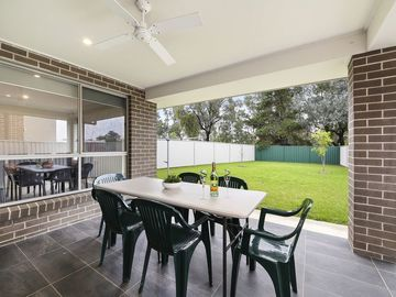 Renting out with online payment: Airy and Spacious Outdoor Area