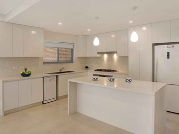 Renting out with online payment: Minimalist Open Plan Kitchen