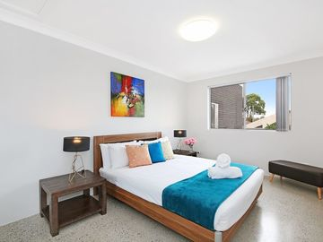 Renting out with online payment: Spacious Bedroom with Queen Bed