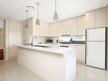 Renting out with online payment: Modern Fully Equipped Kitchen
