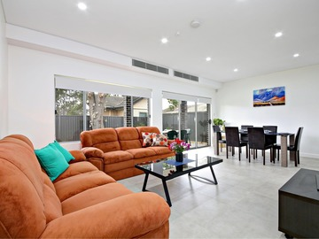 Renting out with online payment: Spacious Open Plan Lounge