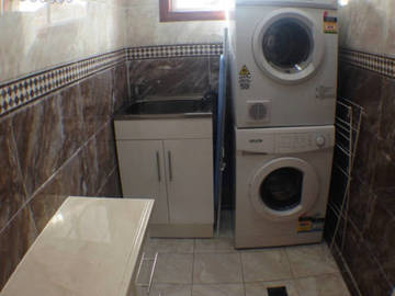 Renting out with online payment: Large Laundry