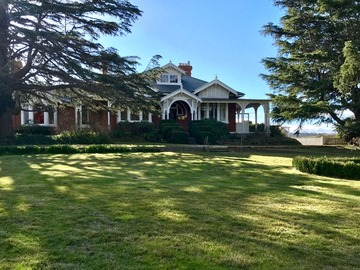 Renting out with online payment: Federation Country Mansion with Garden