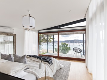 Renting out with online payment: Master bedroom with ocean views