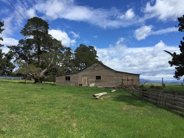 Renting out with online payment: Federation Shearing Shed with original fittings and wool press