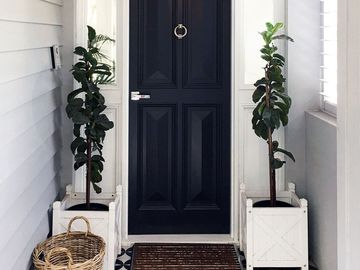 Renting out with online payment: Hampton Style Front Door