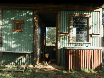 Renting out with online payment: Exterior/ interior OutHouse