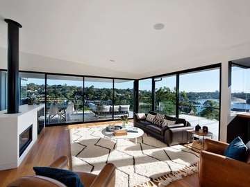 Renting out with online payment: Amazing views living room