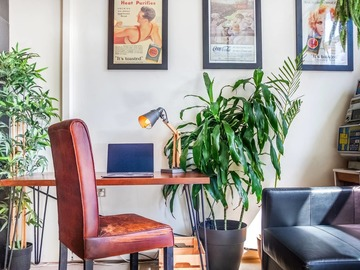 Renting out with online payment: Bright Work Desk