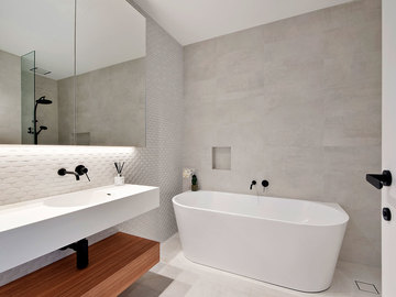 Renting out with online payment: Bathroom with Textured Feature Wall