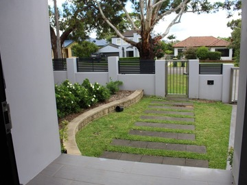 Renting out with online payment: Modern Concrete Walkway