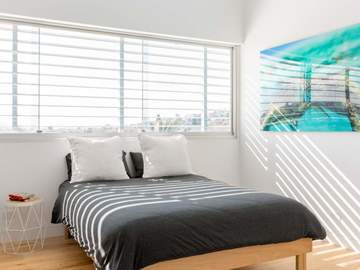 Renting out with online payment: Light Filled Bedroom