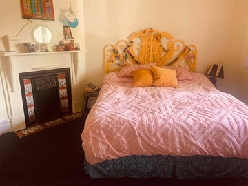 Renting out with online payment: Bright and Colorful Bedroom