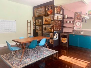 Renting out with online payment: Birght and Pretty Dining Area