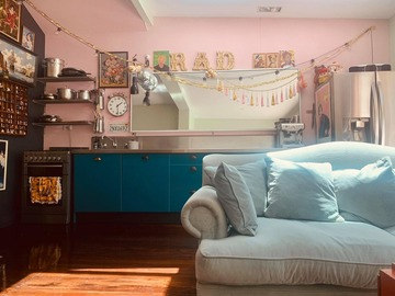 Renting out with online payment: Airy, Bright and Colorful Lounge Area