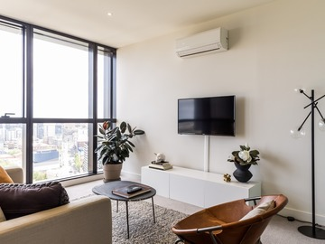 Renting out with online payment: Open Plan Living with Stunning City Views from the Window