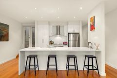 Renting out with online payment: Bright and spacious kitchen