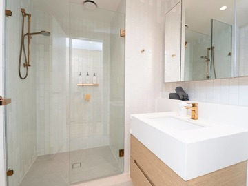 Renting out with online payment: Pristine Bathroom with Copper Fittings and Walk-In Shower